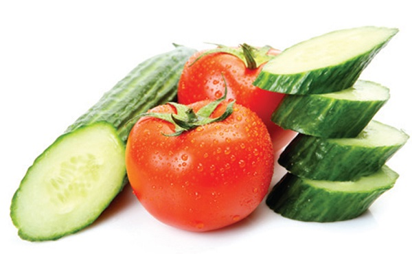 Phương pháp tắm trắng da với cà chua và dưa chuột