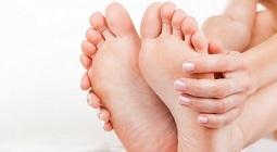Người nóng chân tay lạnh là bệnh gì và nên làm gì