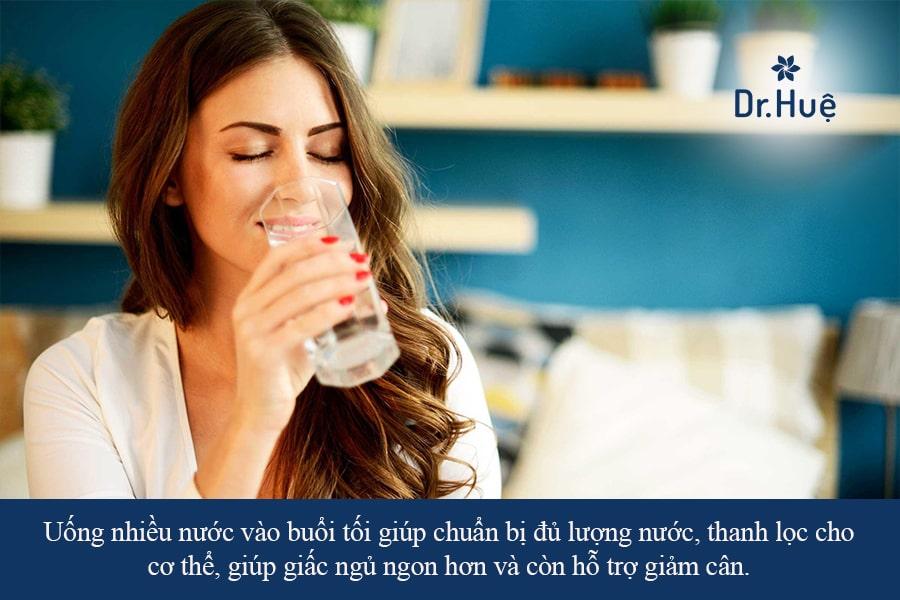 Uống nước nhiều vào buổi tối có tốt không